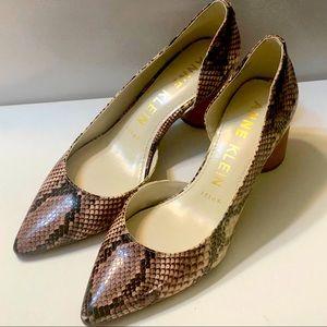 NWOT Anne Klein iflex faux snake skin heels w/wood